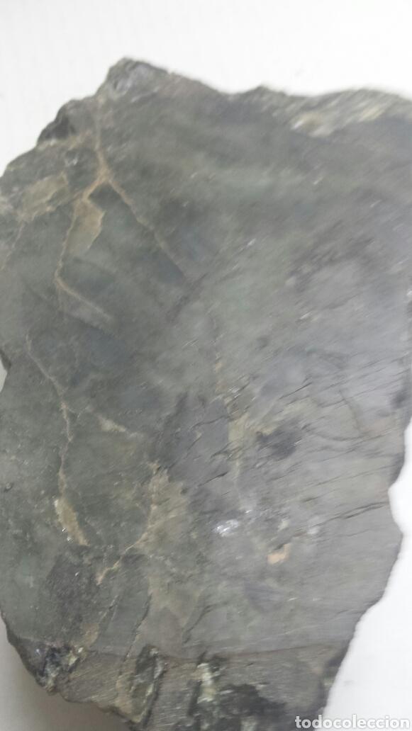 Coleccionismo de minerales: Gema Labradorita acabada en un lado con forma de cenicero muy rara - Foto 2 - 77636299