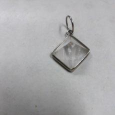 Coleccionismo de minerales: COLGANTE MINERAL: PEQUEÑA PIRÁMIDE DE CUARZO BLANCO. Lote 109734011