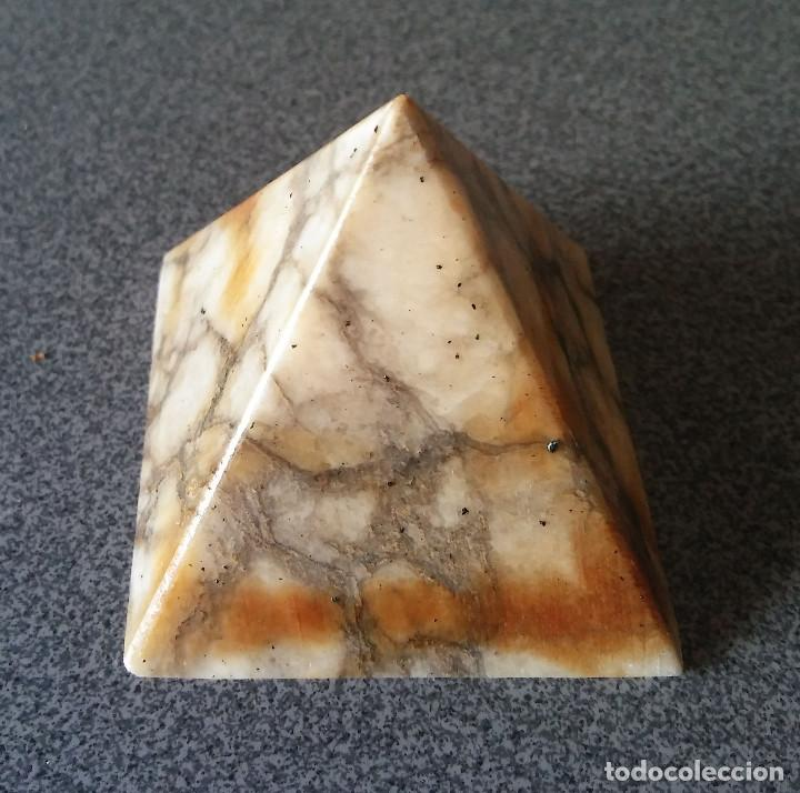 PIRAMIDE MÁRMOL (Coleccionismo - Mineralogía - Otros)