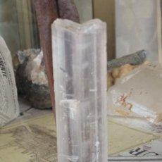Coleccionismo de minerales: CRISTAL DE YESO TRANSPARENTE, EN COLA DE GOLONDRINA-. Lote 132957746
