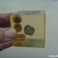 Coleccionismo de minerales: TROZO DE PIRITA , DENTRO DE UN BLOQUE DE METACRILATO . HOLMAN.. Lote 144171846