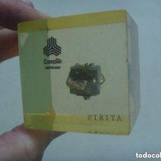 Coleccionismo de minerales: TROZO DE PIRITA , DENTRO DE UN BLOQUE DE METACRILATO . HOLMAN.. Lote 148843126
