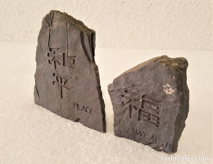 Coleccionismo de minerales: BONITA PAREJA DE PIEDRAS CALIZA CON MENSAJE (LA PAZ CON NOSOTROS) - 7.5X11 Y 12X13.CM - 680.GRAMOS - Foto 2 - 159015090