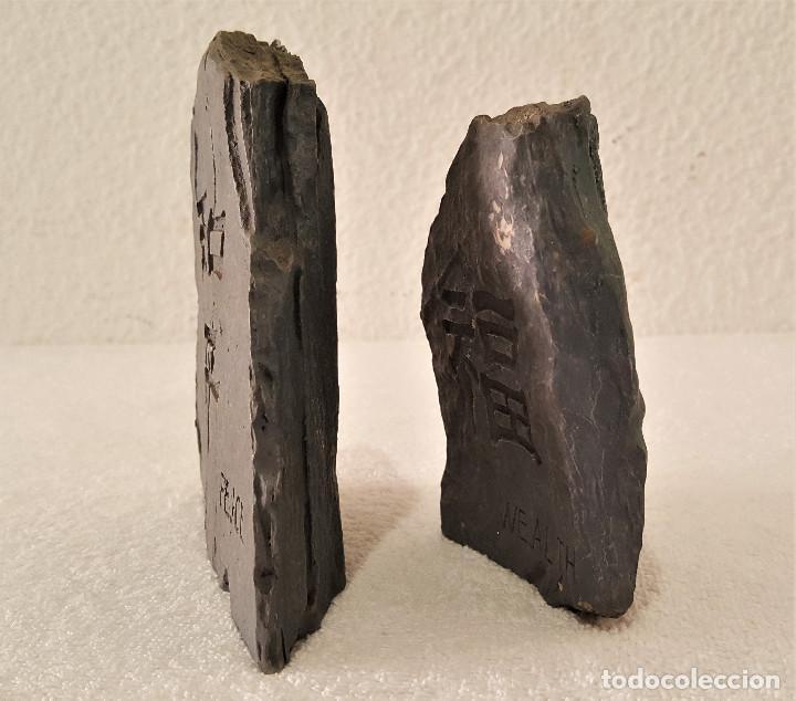 Coleccionismo de minerales: BONITA PAREJA DE PIEDRAS CALIZA CON MENSAJE (LA PAZ CON NOSOTROS) - 7.5X11 Y 12X13.CM - 680.GRAMOS - Foto 3 - 159015090