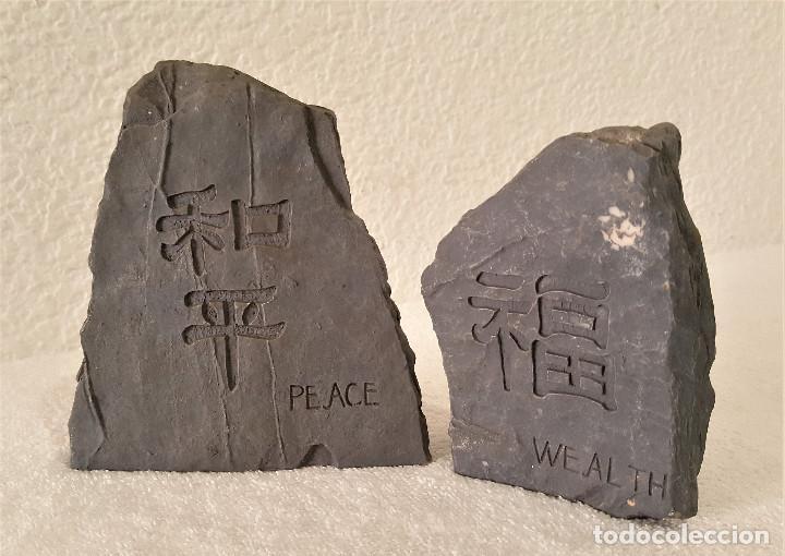 Coleccionismo de minerales: BONITA PAREJA DE PIEDRAS CALIZA CON MENSAJE (LA PAZ CON NOSOTROS) - 7.5X11 Y 12X13.CM - 680.GRAMOS - Foto 7 - 159015090