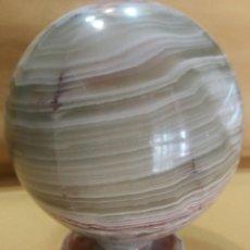 Coleccionismo de minerales: BOLA ÓNIX NATURAL 25 CM CON BASE NUEVA. Lote 166307290