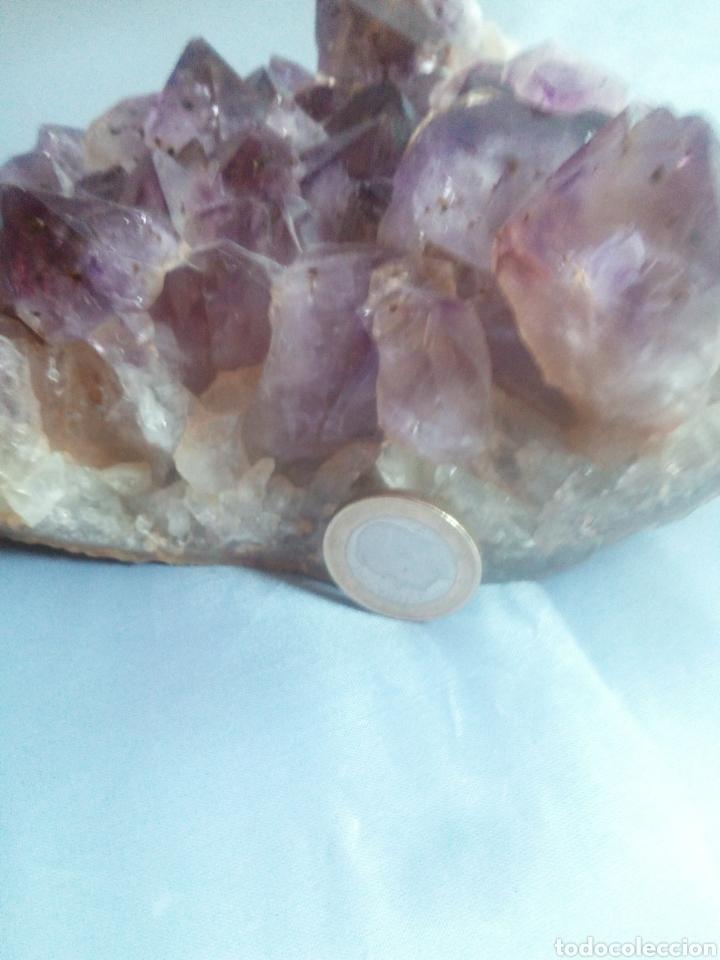GEODA AMATISTA (Coleccionismo - Mineralogía - Otros)