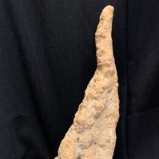 Coleccionismo de minerales: GRAN PIEZA ESTALAGMITA O ESTALAGTITA. AÑOS 50-60. MIDE 25,5CMS DE LARGO. Lote 174392663