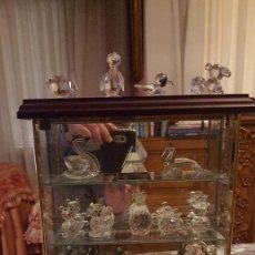 Coleccionismo de minerales: VITRINA CON FIGURAS. Lote 189168417