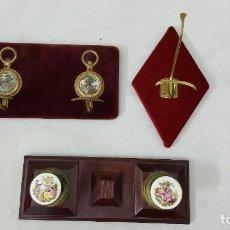 Coleccionismo de minerales: PERCHEROS DE EPOCA. Lote 192685493