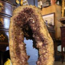 Sammlung von Mineralien: GEODA GIGANTE NATURAL. 65 CM DE ALTO, MAS DE 60 KG. ESTADO EXCELENTE.. Lote 195118058