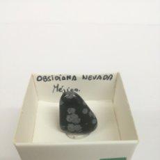Coleccionismo de minerales: OBSIDIANA NEVADA. EN CAJA 4X4 CM. Lote 199653292