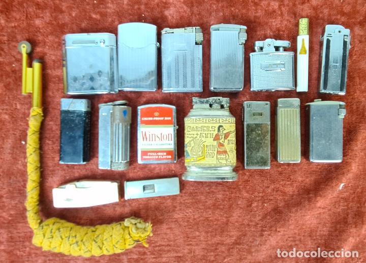 COLECCIÓN DE 16 ENCENDEDORES. METAL PLATEADO. GASOLINA Y GAS, AÑOS 70. (Coleccionismo - Mineralogía - Otros)