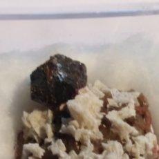 Coleccionismo de minerales: MINERAL DE CALCOPIRITA Y DOLOMITA. VIZCAYA.. Lote 211263581