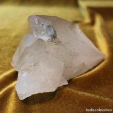 Coleccionismo de minerales: CUARZO HIALINO CON INCRUSTACIONES MINERALES. PESO: 702 GRAMOS. DIMENSIONES: 140 X 85 X 80 MM.. Lote 216769956