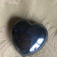 Coleccionismo de minerales: PIEDRA DE HEMATITES CON FORMA DE CORAZON. Lote 235348350