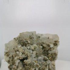 Coleccionismo de minerales: FLUORITA CON PIRITA Y CALCITA. Lote 238508810