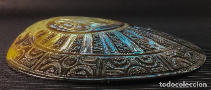 Coleccionismo de moluscos: EXTRAORDINARIA MADREPERLA DE NACAR TALLADA CON MOTIVOS AZTECAS. VER FOTOS - Foto 5 - 121001467
