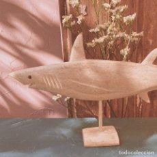 Coleccionismo de moluscos: TIBURÓN ÚNICO DE HUESO MARINO TALLADO ANTIQUE UNIQUE. Lote 148678214