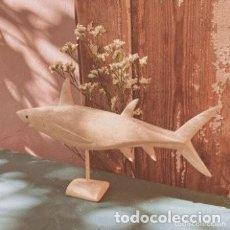 Coleccionismo de moluscos: TIBURÓN ÚNICO DE HUESO MARINO TALLADO ANTIQUE UNIQUE. Lote 288944338