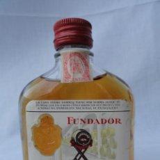 Coleccionismo Otros Botellas y Bebidas: BOTELLA PETACA FUNDADOR CON SELLO 50 CENTIMOS.. Lote 81830716