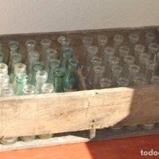Coleccionismo Otros Botellas y Bebidas: ANTIGUA CAJA DE MADERA DE BOTELLAS MARTINI ROSSI - 4 MODELOS - 47 BOTELLINES. Lote 83624424