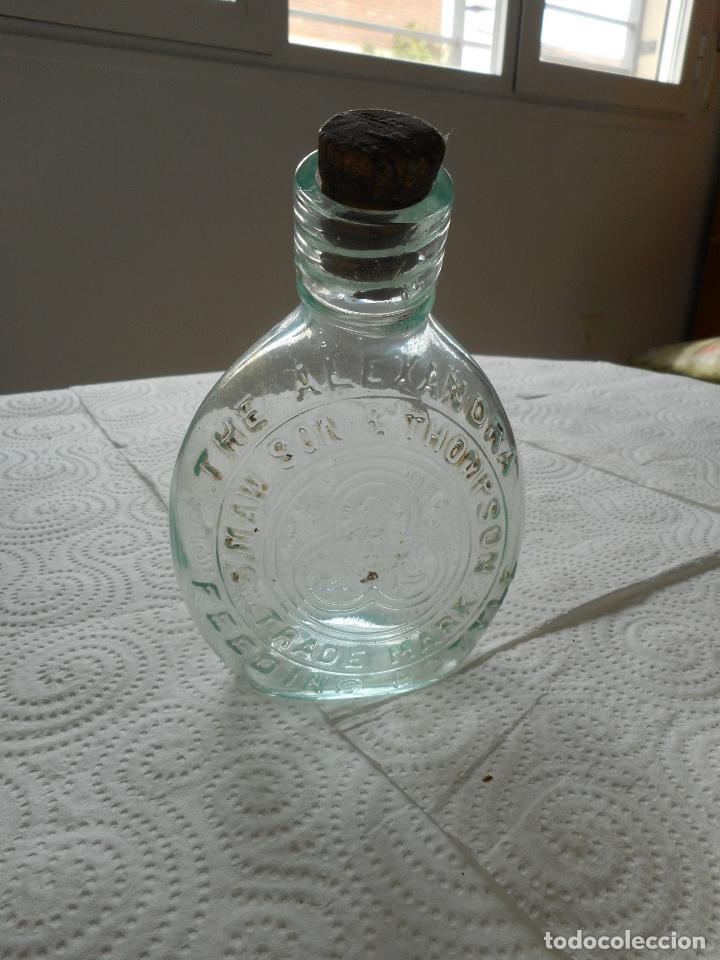 Coleccionismo Otros Botellas y Bebidas: Muy antigua botellita The Alexandra, de Smaw Son & Thompson. Con su tapón. Ver fotos. Difícil - Foto 2 - 85076552