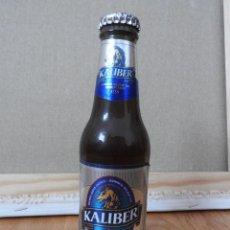 Coleccionismo Otros Botellas y Bebidas: ANTIGUA BOTELLA CERVEZA KALIBER 0,0% SIN ALCOHOL LLENA CADUCADA. Lote 85132556