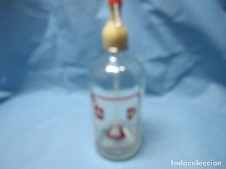 Coleccionismo Otros Botellas y Bebidas: ANTIGUO SIFON LA PLACENTINA DE PLASENCIA, CON SU CAPERUZA ORIGINAL - Foto 2 - 87073260