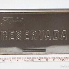 Coleccionismo Otros Botellas y Bebidas: PLACA DE MESA RESERVADA DE FREIXENET DE METAL.. Lote 87315316