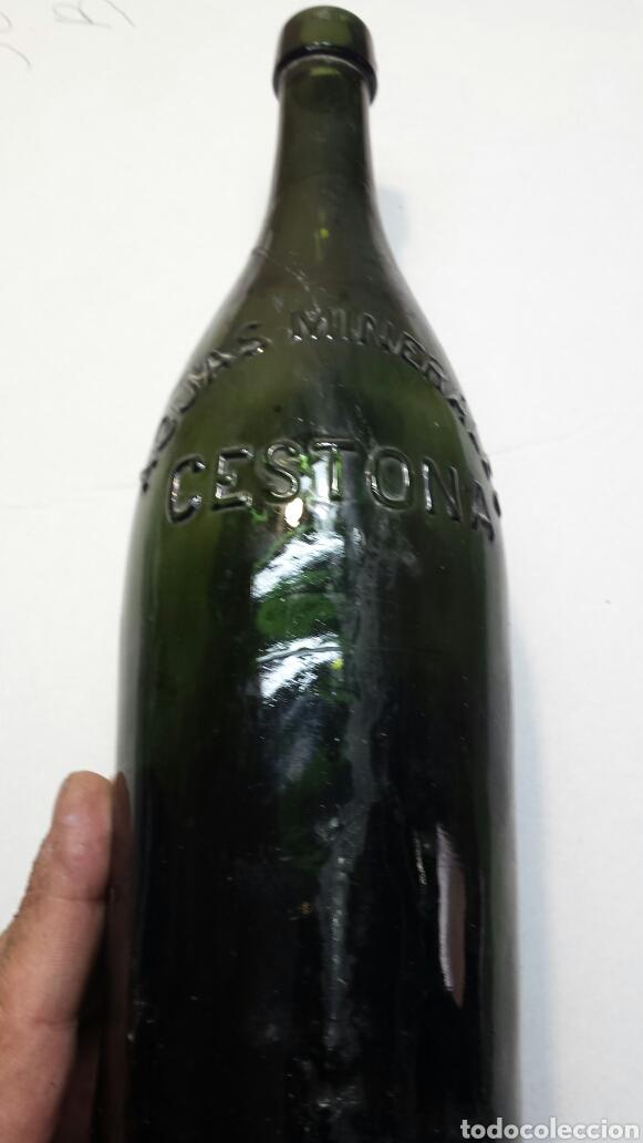 Coleccionismo Otros Botellas y Bebidas: Botella antigua agua mineral Cestona - Foto 2 - 92055249