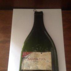 Coleccionismo Otros Botellas y Bebidas: BOTELLA APLASTADA DE CRISTAL CON GANCHO.. Lote 94233640