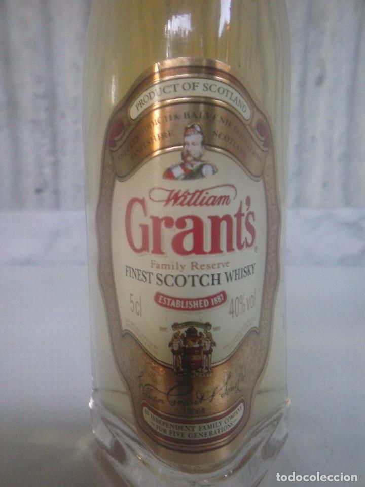 Coleccionismo Otros Botellas y Bebidas: Botellin Whisky William Grant´s. Mini botella - Foto 2 - 95463415