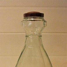Coleccionismo Otros Botellas y Bebidas: ANTIGUA BOTELLA O FRASCA PARA AGUA CON TAPÓN DE BAQUELITA. Lote 95701883