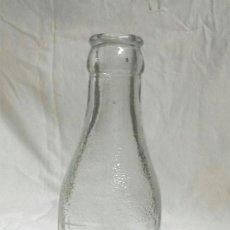 Coleccionismo Otros Botellas y Bebidas: BOTELLIN ZUMOS CASA GARCÍA MANLLEU, SERIGRAFIADA, BUEN ESTADO. Lote 96092999