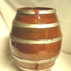 Coleccionismo Otros Botellas y Bebidas: TONEL O BARRICA PORCELANA DE MANISES, DISPENSADOR LICORES BODEGA. MED. 25 X 35 CM. Lote 96093619