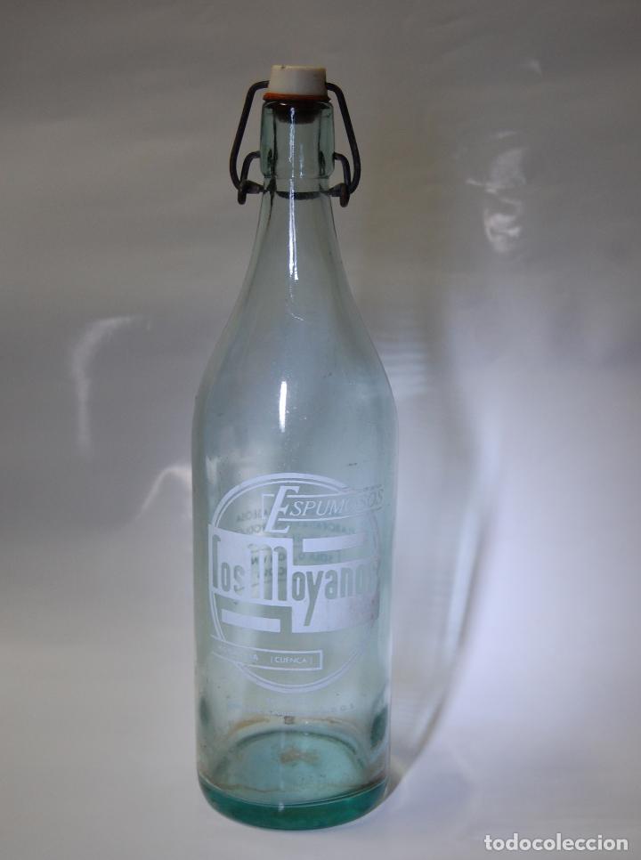 BOTELLA DE GASEOSA LOS MOYANOS DE HONRUBIA CUENCA // MUY DIFÍCIL (Coleccionismo - Otras Botellas y Bebidas )