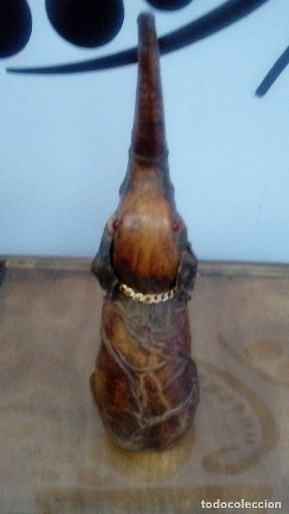 Coleccionismo Otros Botellas y Bebidas: BOTELLA DE VIDRIO RELLENABLE , BRANDY, WHISKY ETC... DE COLECCIÓN CON FORMA DE ELEFANTE FORRADA - Foto 2 - 96777447