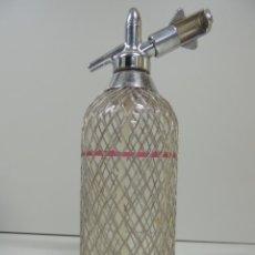 Coleccionismo Otros Botellas y Bebidas: ANTIGUO SIFÓN MALLA METÁLICA AÑOS 60 RUSIA USSR VINTAGE. Lote 97670627