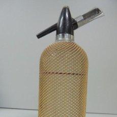 Coleccionismo Otros Botellas y Bebidas: ANTIGUO SIFÓN MALLA METÁLICA AÑOS 60 BUEN ESTADO. Lote 97670743
