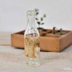 Coleccionismo Otros Botellas y Bebidas: BOTELLA DE CRISTAL MEDICAMENTO CON ETIQUETA Y MEDIDOR - ANTIGUO BOTE VIDRIO FARMACIA FRASCO. Lote 100003903