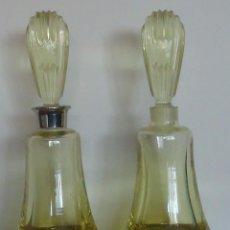 Coleccionismo Otros Botellas y Bebidas: DOS ANTIGUAS BOTELLAS, FRASCOS/PERFUMEROS EN CRISTAL GRUESO, COLOR AMARILLO. Lote 100080159