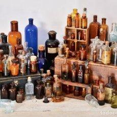 Coleccionismo Otros Botellas y Bebidas: LOTE 80 BOTELLAS DE FARMACIA & BOTELLA DE CRISTAL MEDICAMENTO - ANTIGUO BOTE VIDRIO FRASCO MEDICINA. Lote 101277795