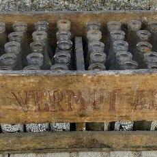 Coleccionismo Otros Botellas y Bebidas: ANTIGUA Y PRECIOSA CAJA DE MADERA DE LA MARCA - VERMUT AS - BODEGAS CUESTA MADRID - COMPLETA - MUY A. Lote 102278947