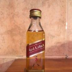 Coleccionismo Otros Botellas y Bebidas: BOTELLA MINIATURA. JOHNNIE WALKER (H.1970?). Lote 103775684