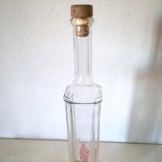 Coleccionismo Otros Botellas y Bebidas: BOTELLA ANTIGUA CRISTAL CUADRADA ALTA SOTAS PEGADAS. Lote 104802603