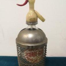 Coleccionismo Otros Botellas y Bebidas: SIFÓN ITURRI GORRI CON CASCO DE METAL. Lote 106077720