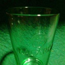 Coleccionismo Otros Botellas y Bebidas: VASO BACARDI VIDRIO VERDE 4CL LOGOS EN RELIEVE. Lote 107447159