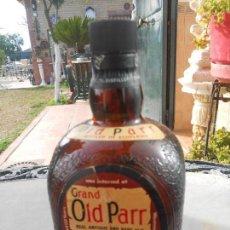 Coleccionismo Otros Botellas y Bebidas: ANTIGUA BOTELLA DE GRAND OLD PARR DE LUXE SCOTCH WHISKY. SOLO ENVASE . Lote 107854171