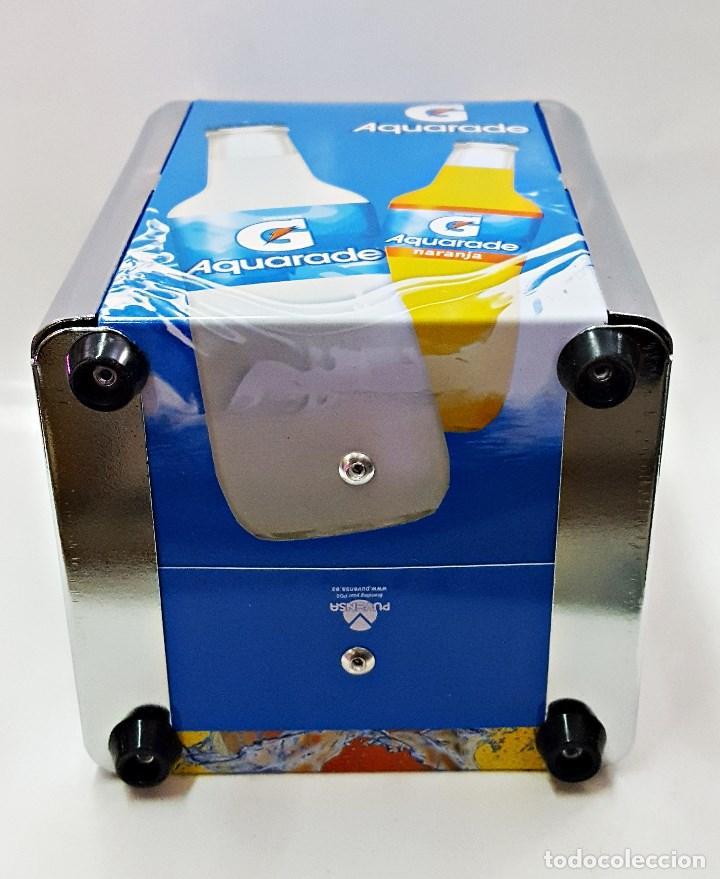 Coleccionismo Otros Botellas y Bebidas: Servilletero de bar con publicidad de Aquarade y Lipton. - Foto 4 - 136886960